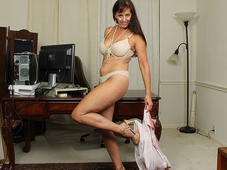 Hot American housewife playing with her toyboy