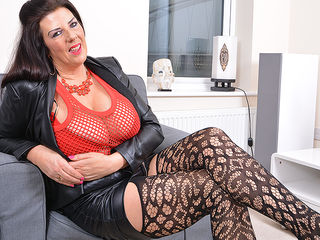 Big breasted housewife Lulu gettng very naughty
