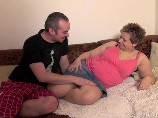 Chubby mature gets hubby to fuck her like in the old days