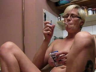 Smoking granny in kinky foot fetish home scenes