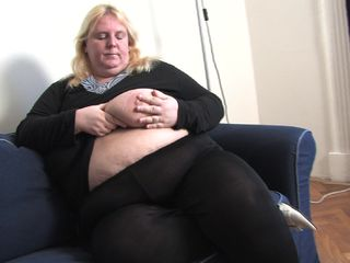 BBW mature, fully naked and aroused in superb cam scenes