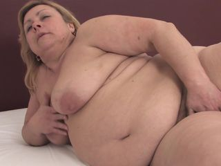 Fat woman masturbates on cam and provides insane BBW fetish