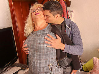 Spanish mature lady sucks and fucks her toyboy